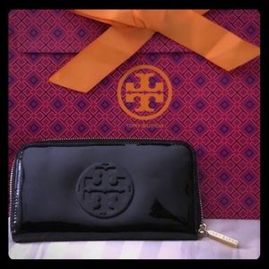 AUTHENTIC TORY BURCH wallet / clutch black patent